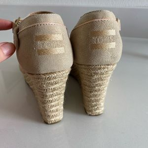 TOMS Wedges NEVER worn out